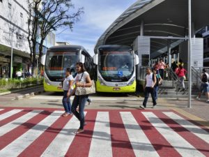 As vehicle ownership grows in cities worldwide, it becomes increasingly important for cities to implement well-designed bus systems that improve road safety for all users. Photo by Mariana Gil/EMBARQ.