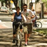To create a strong biking culture, organizations in Brazil are creating community bike shops and teaching beginners how to safely bike in dense, urban areas. (Photo: Upslon / Flickr)