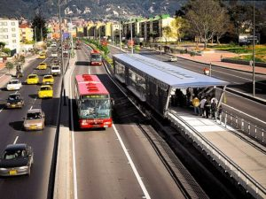 As a growing number of urban areas use BRT systems, cities--like Bogota--are finding innovative ways to integrate BRT with other transport modes. (Photo: WRI Brasil Cidades Sustentáveis)