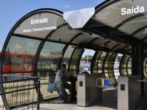To attract new users and stay competitive, cities are beginning to innovate new designs for bus stops. (Photo: Mariana Gil/ WRI Brasil Sustainable Cities)