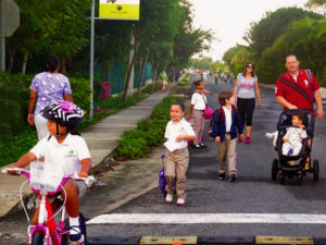 International Walk to School Day and initiatives similar to it encourage kids to seek out alternative ways to get to school other than private vehicles, and create healthier habits. (Photo: Pedrito Guzman/ Flickr)