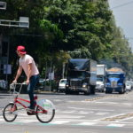 Ecobici rider traverses the busy road in Mexico City. Photo by Alejandro / Flickr