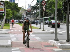 Cyclist in Sao Paulo Explores the City's Extensive Bike System. Photo by Mariana Gil/EMBARQ Brasil