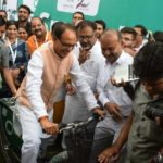 Chief Minister of Madhya Pradesh Shivraj Singh Chouhan at the Bhopal bike sharing system launch. Photo by Sarika Panda